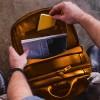 interior Mochila masculina de couro caramelo para notebook Nordweg NW074B
